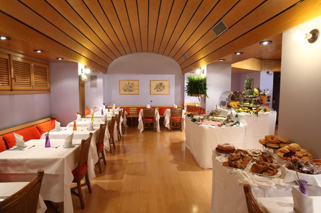 Hotel-Mediolanum-Breakfast-Room