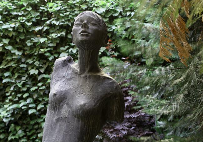 Hotel-Sanpi-interior-Garden.detail-Statue
