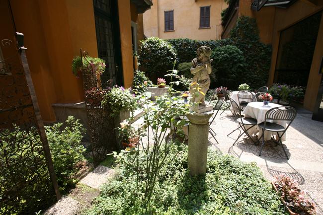 Hotel-Sanpi-interior-garden