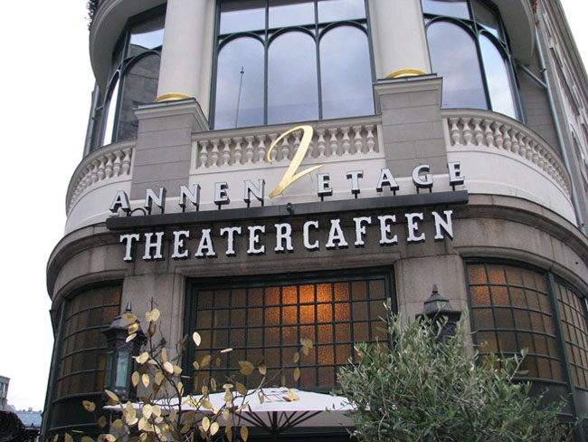 Hotel-Continental-Oslo-esterno-cafe