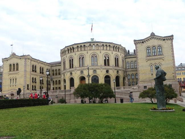 Oslo-Parlamento-byLuongo