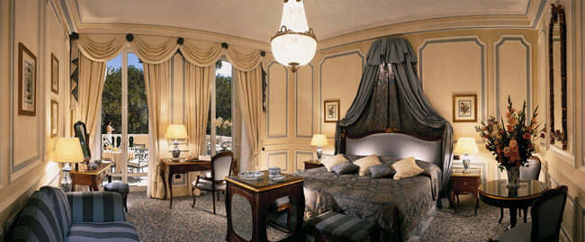 Olissippo-Lapa-Palace-Deluxe-room