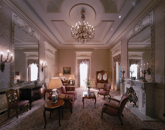 Olissippo Lapa Palace- Royal Suite Living Room