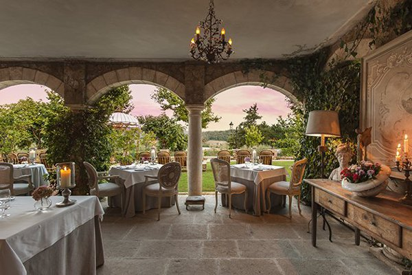Meo-Modo-Restaurant-terrace