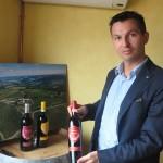 Nicola Biasi con la natura vr il Brunello Allegrini