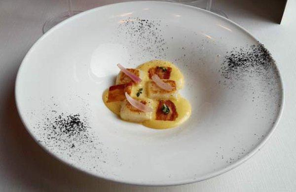 eraora-restaurant-carbonara-byluongo