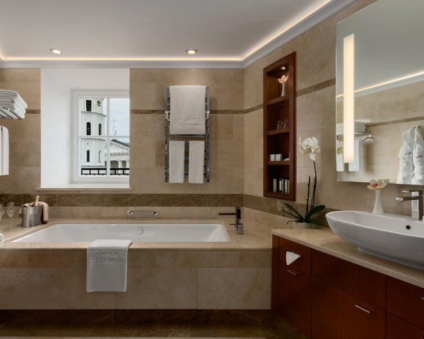 Kempinski-Hotel-Cathedral-Square-grandsuite-bathroom