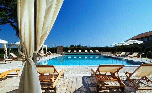 Relais-Monaco-Pool
