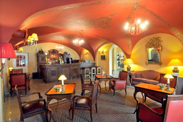 Stikliai-Hotel-bar
