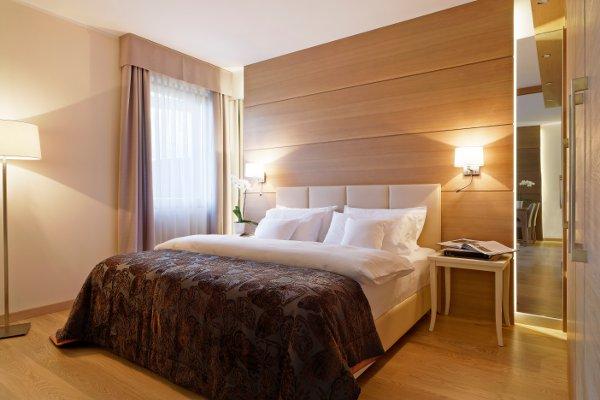 Napura-Art-Hotel-royal-suite
