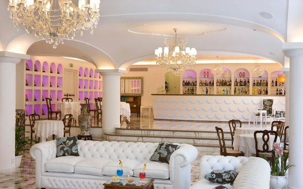 Grand-Hotel-La-Favorita-american-bar