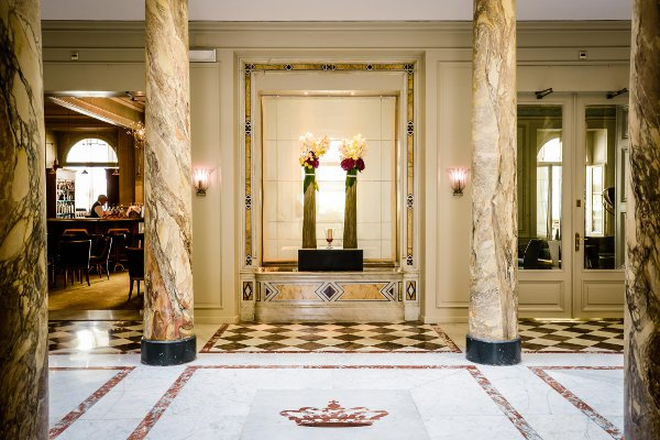 Les-Trois-Couronnes-Marbled-lobby-3