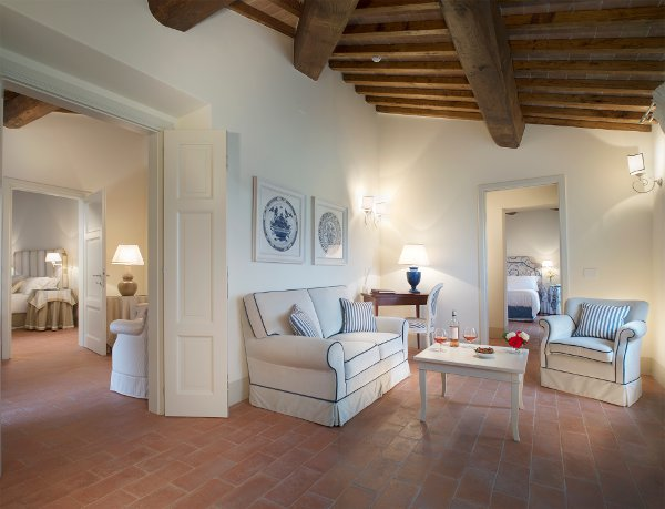 Resort-Borgo-San-Felice-junior-suite