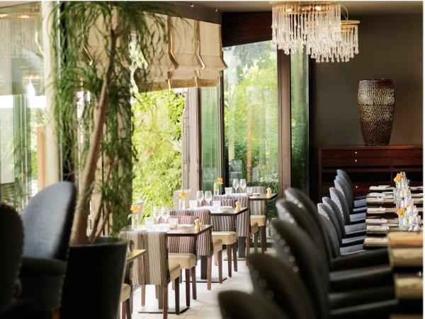 Hotel-Juana-entree-restaurant