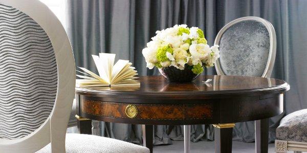 Majestic-Suite-Dior-scivania