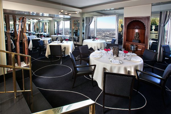 Everest-Restaurant-Chicago-dining-room