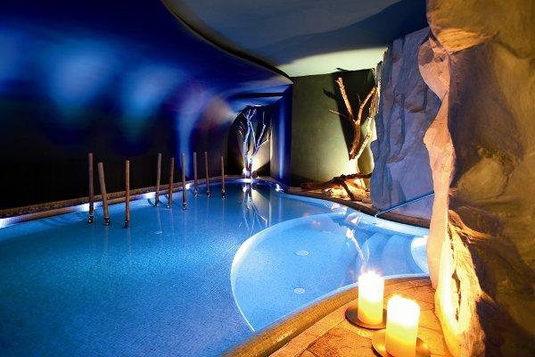 Hotel-Adler-Dolomiti-grotta
