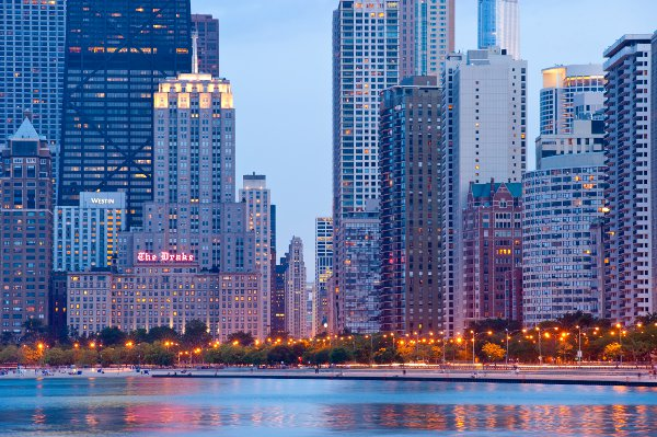 hotel-drake-chicago-OakStreetBeach_Evening