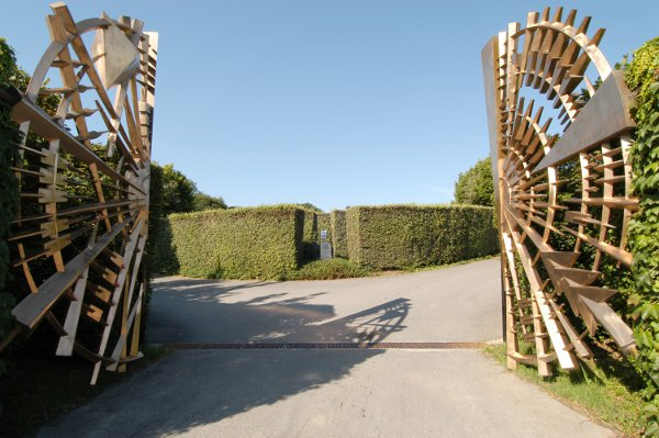 Azienda Ca'del Bosco-Erbusco Cancello di entrata dello scultore Giò Pomodoro