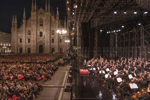 Piazza del Duomo, Milano. Filarmonica della Scala. Direttore Riccardo Chailly Violino David Garrett