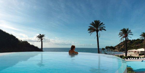 Falkensteiner-Resort-Capo-Boi-infinity-pool