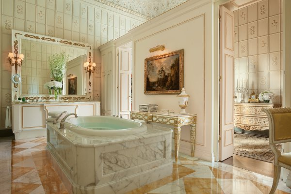 FourSeasons-Royal-Suite-Bathroom
