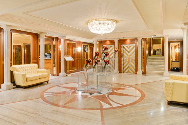 Swiss-Diamond-Hotel-Lugano-lobby