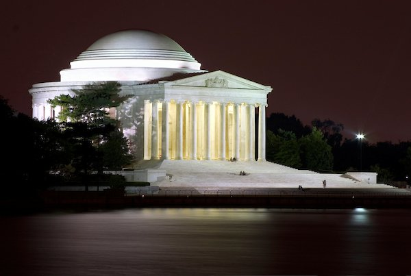 washington-jeffersonmemorial-night