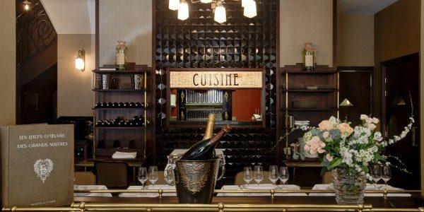 Les Jalles Restaurant Paris. Taste and  romantic touch
