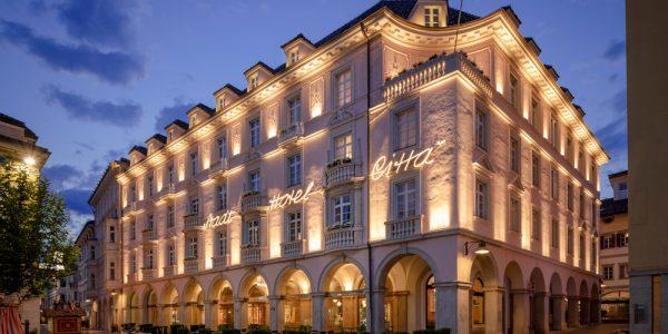 Stadt Hotel Città antico splendore e nuova poesia
